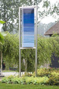 blauwe stapel dekens